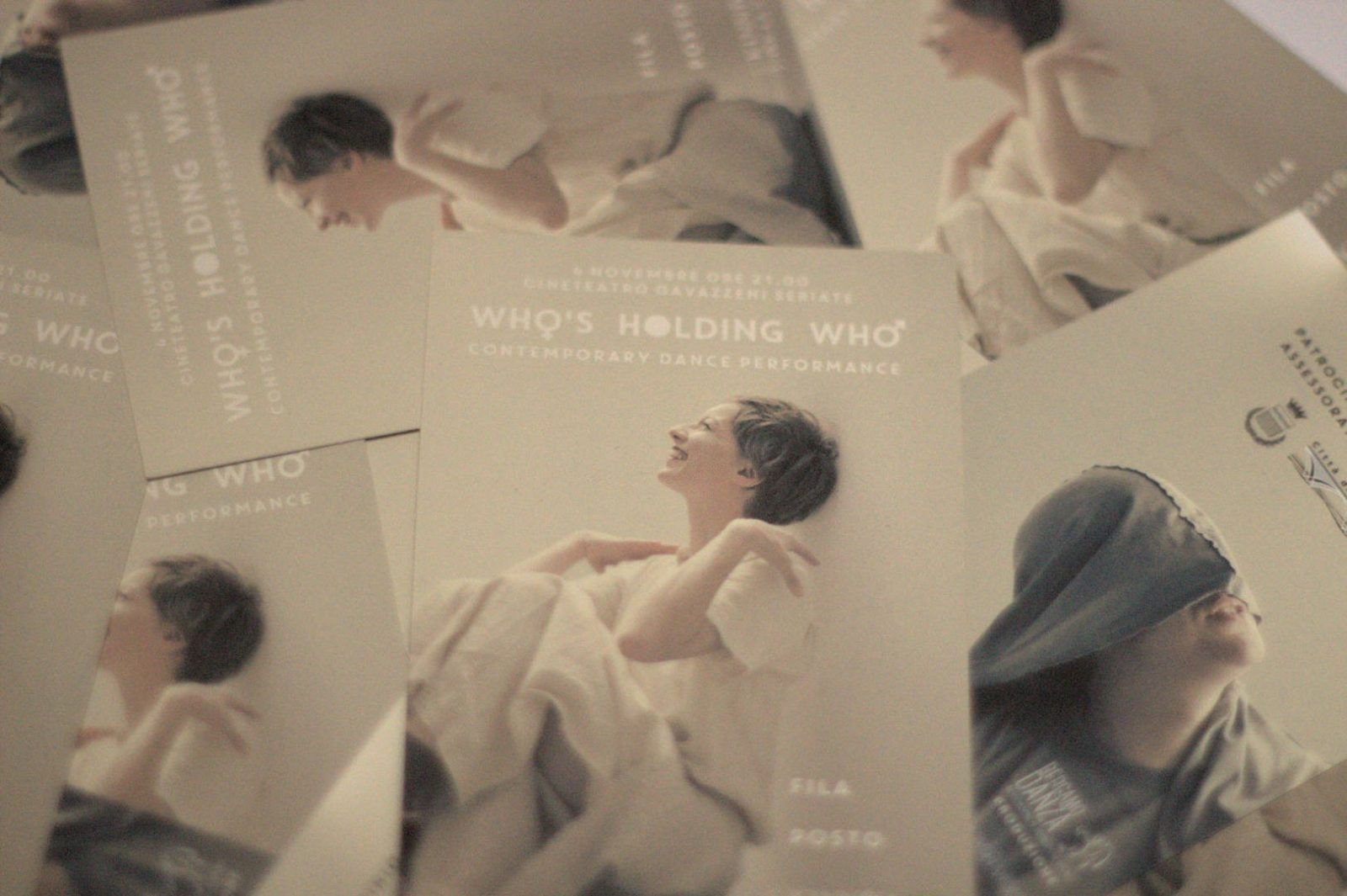WHO'S HOLDING WHO - CONTEMPORARY DANCE PERFORMANCE - BIGLIETTI DI INGRESSO
